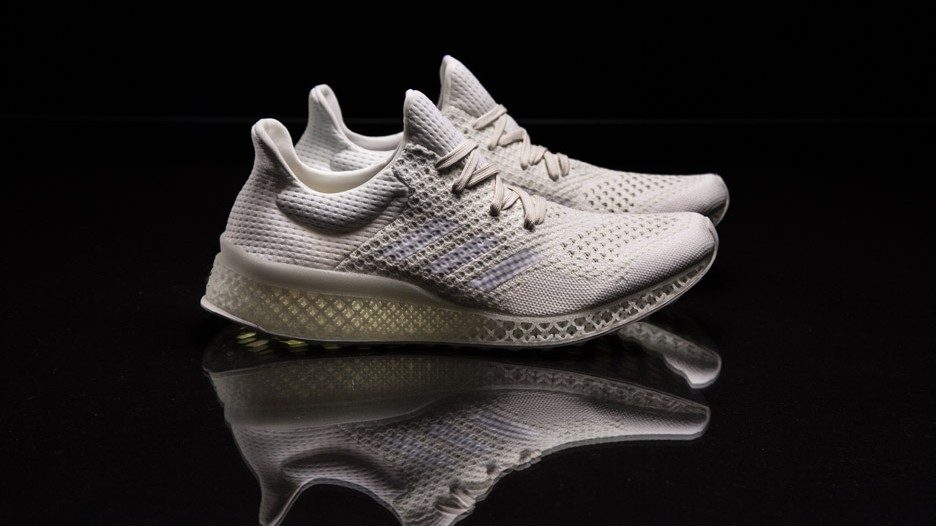 3D print for tailored shoes. More comfy and less overproduction.